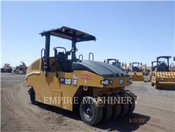 Caterpillar CW16, compactoare pneumatice anvelope, Constructii