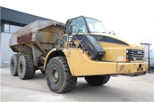 Caterpillar 740, Knik dumptrucks, Bouw