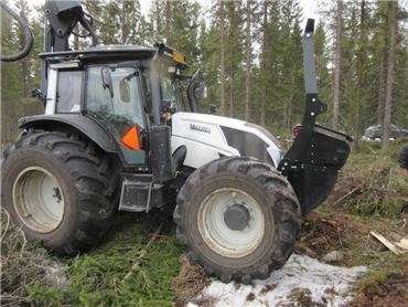 Valtra N 123 D, Harvesterit, Metsäkoneet