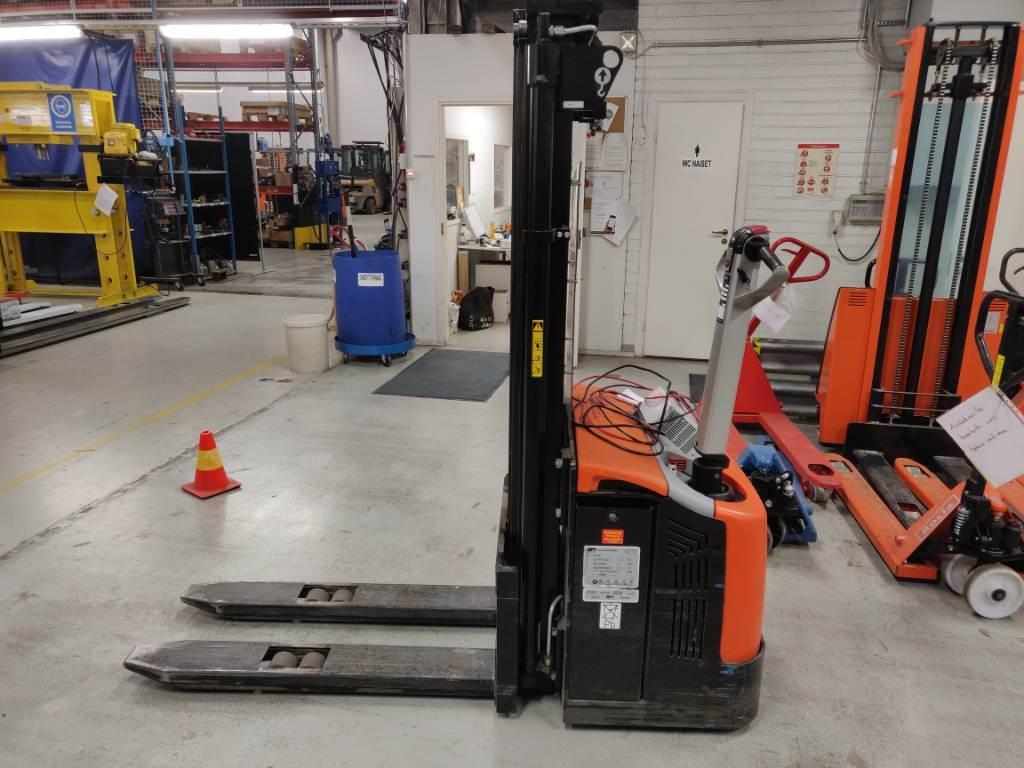 Rocla SW 16 AC Trev 4100, Käyden ajettavat pinoamistrukit, Materiaalinkäsittely