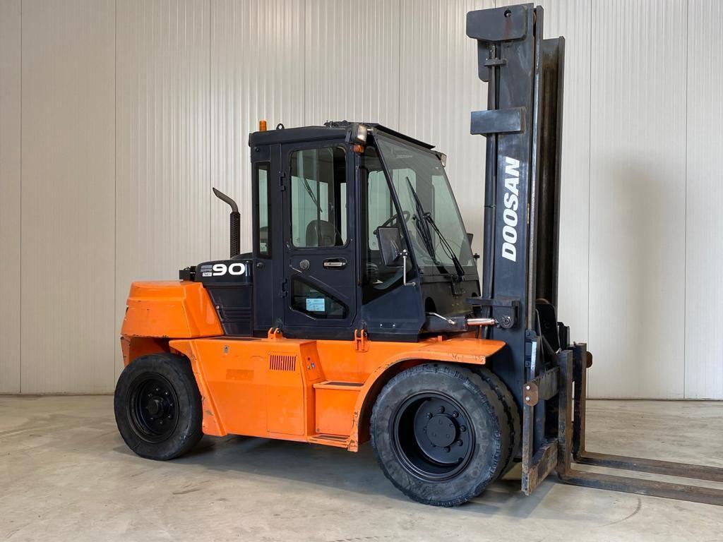 Doosan D90S-7, Diesel heftrucks, Laden en lossen