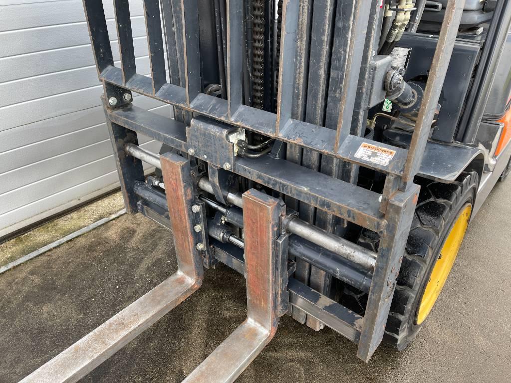 Doosan 2,5 ton LPG G25P-5 vorkversteller forklift gas 250, LPG heftrucks, Laden en lossen