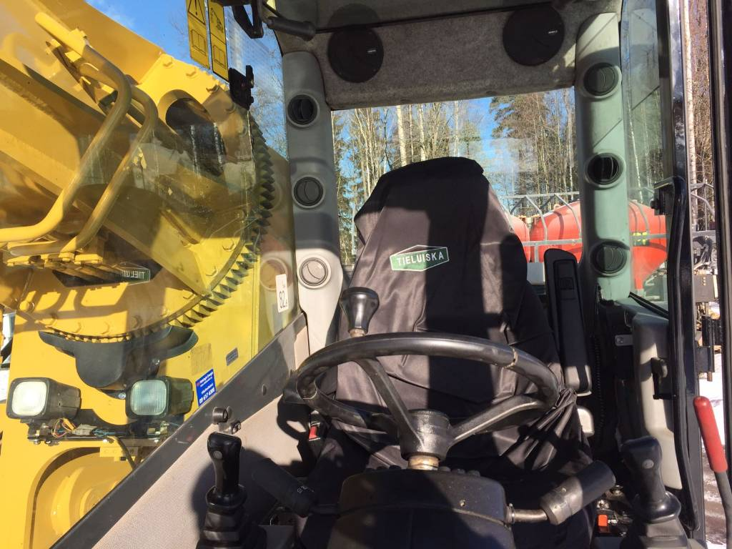 Gradall XL 3300, Wheeled excavators, Construction