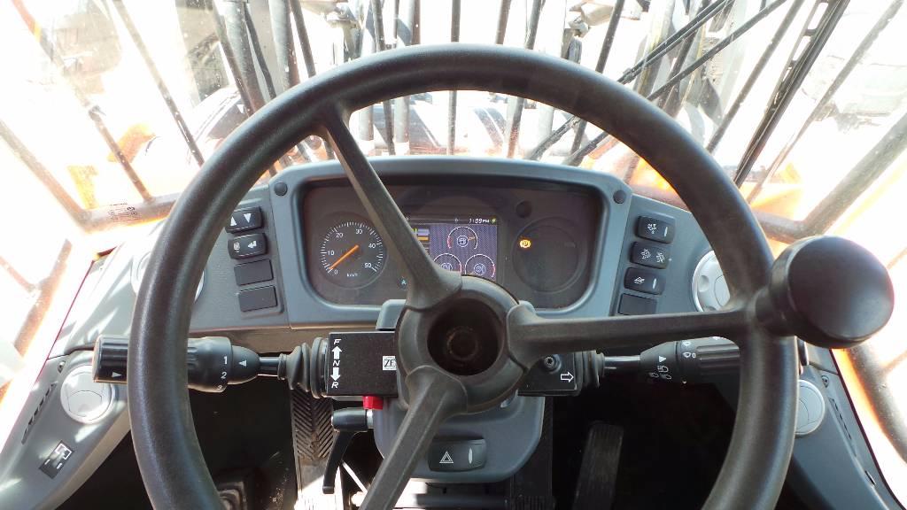 Doosan DL 250 TC-3, Tool carriers, Construction