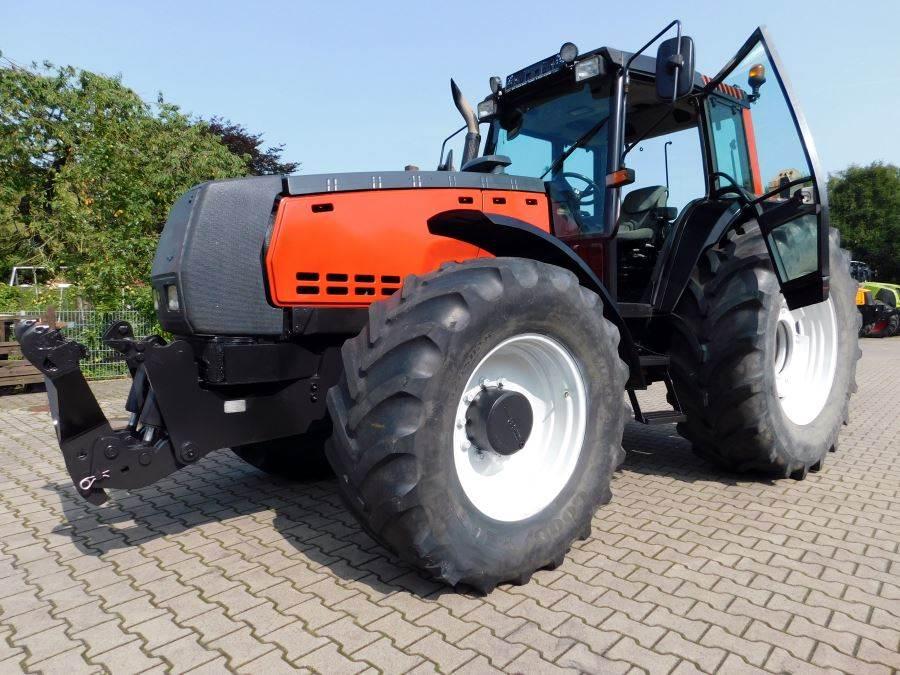Valtra 8450 Allrad Traktor