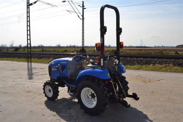 New Holland Boomer 20 4WD