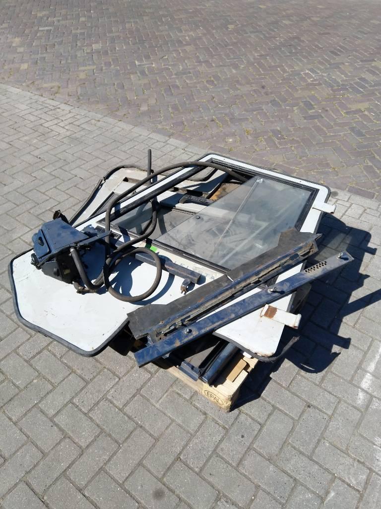 Komatsu Heftruck cabine delen 11E, Cabine en interieur, Laden en lossen