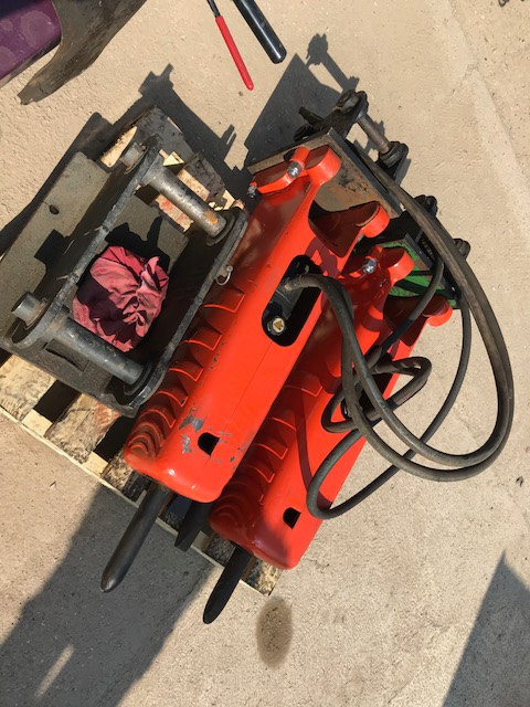 Takeuchi 222, Hammers / Breakers, Construction