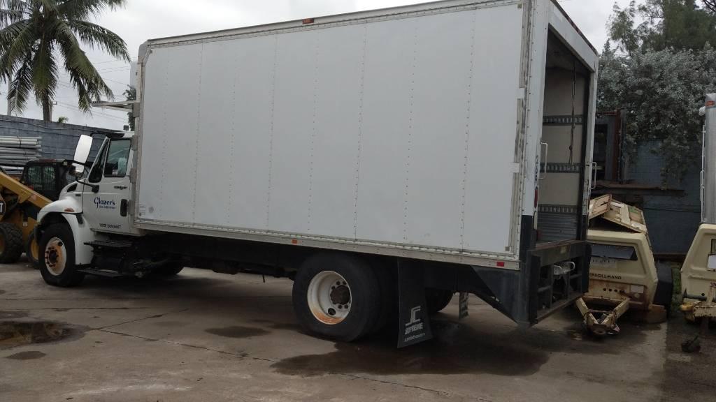 International DuraStar 4300, Box trucks, Trucks and Trailers