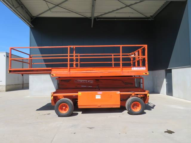 Holland Lift Q 135 EL 24, Schaarhoogwerkers, Bouw