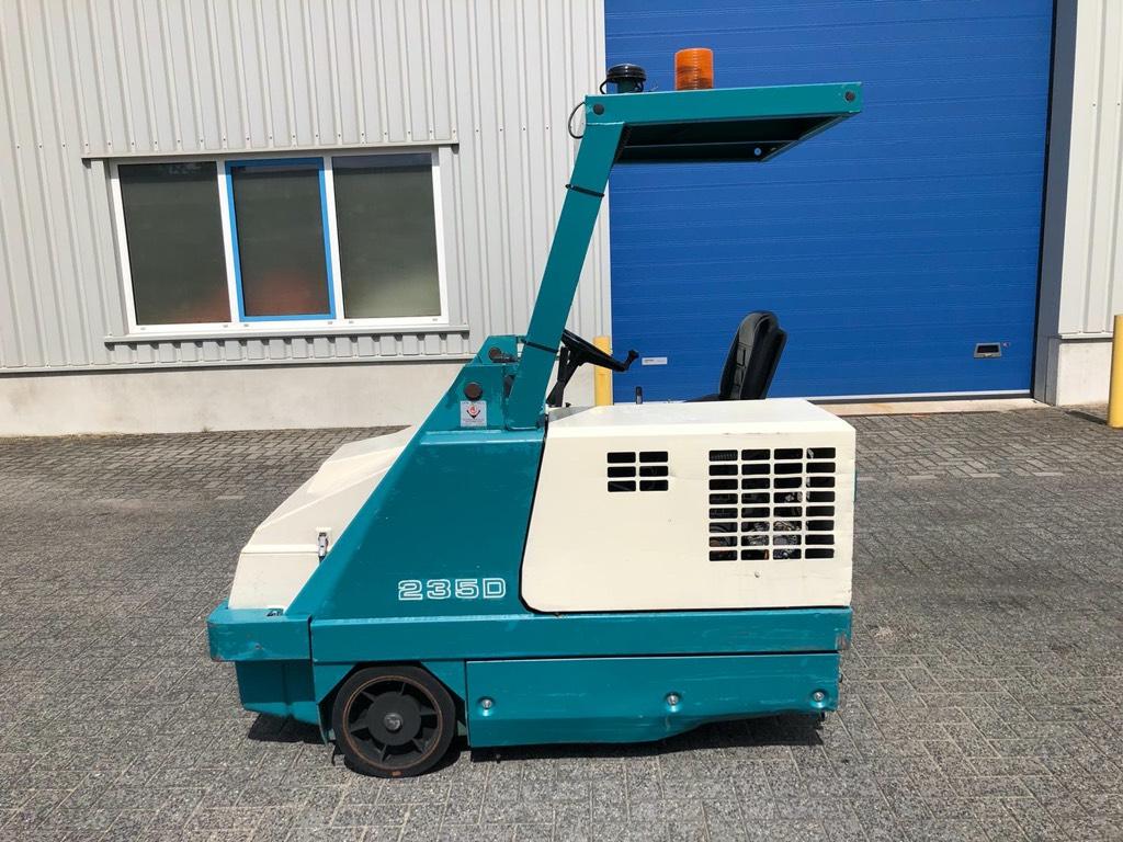Tennant 235D, Veegmachine, Diesel, hoogkieper, Veegmachines, Terreinbeheer