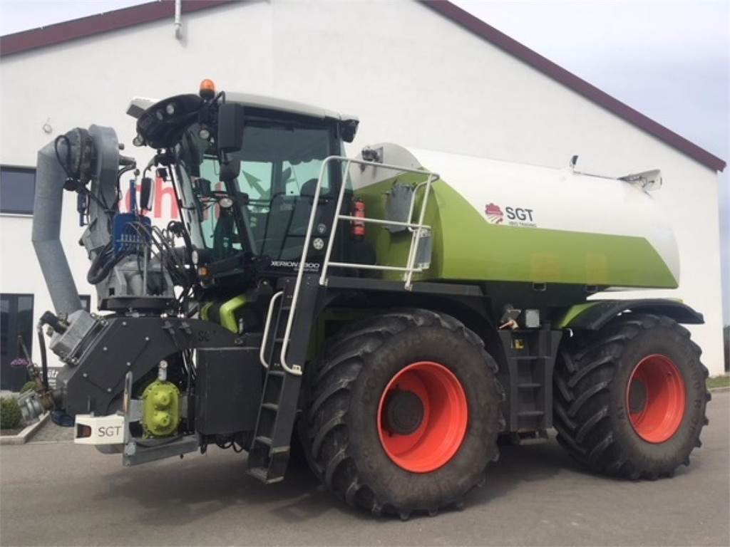 CLAAS Xerion 3800 Saddle Trac Gülle inkl. Bomech 18m