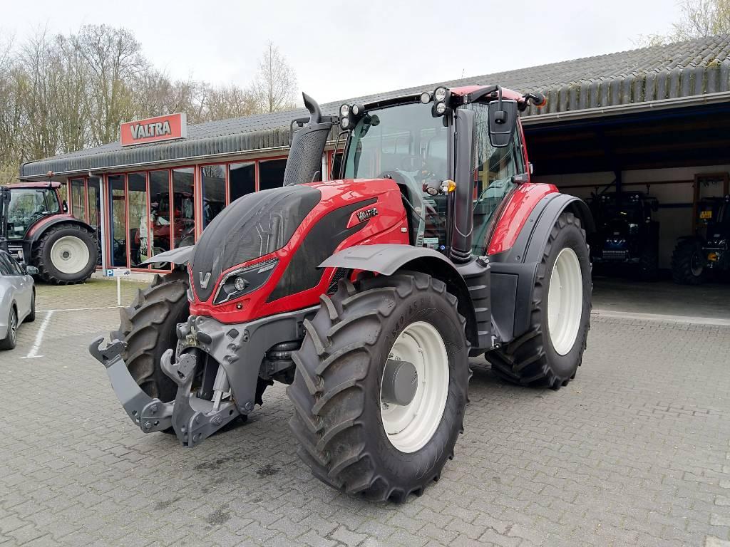 Valtra T214 Active, Tractoren, Landbouw