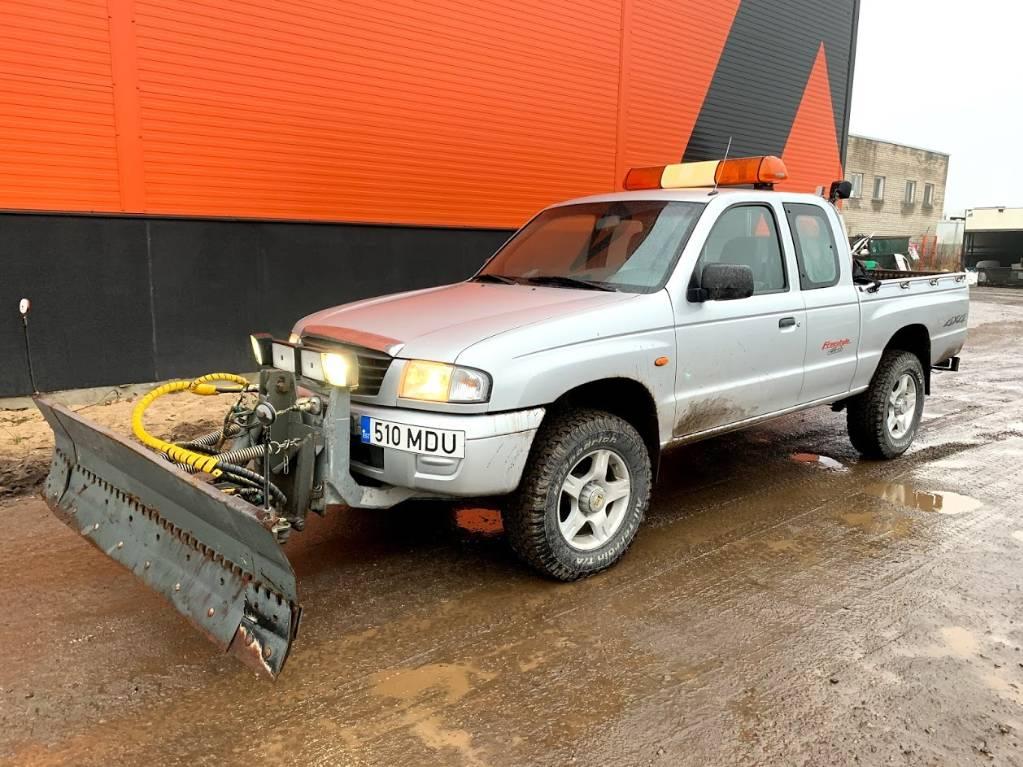 Mazda B2500 + Snow plow, Automobiles / SUVS, Trucks and Trailers