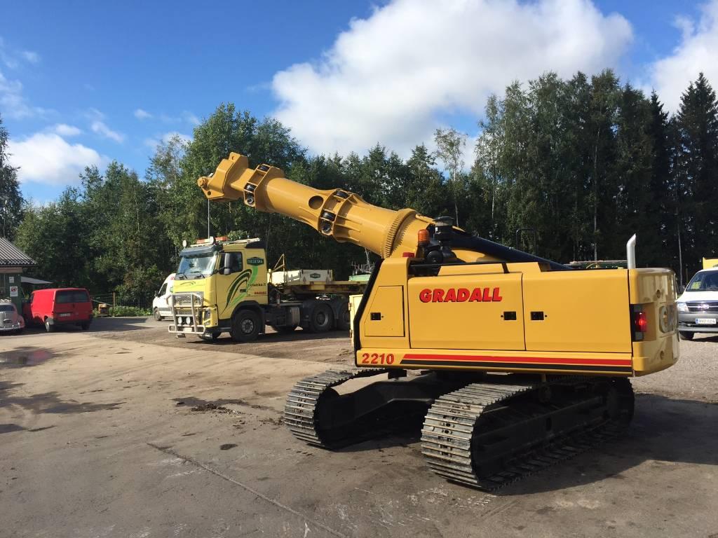 Gradall XL2210, Crawler excavators, Construction