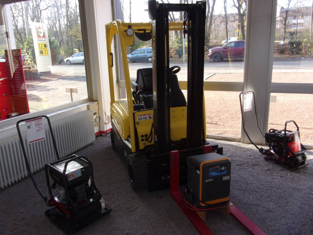Hyster J2.0XN, Electric counterbalance Forklifts, Material Handling