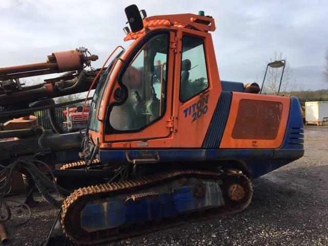 Sandvik Titon 400, Surface drill rigs, Construction