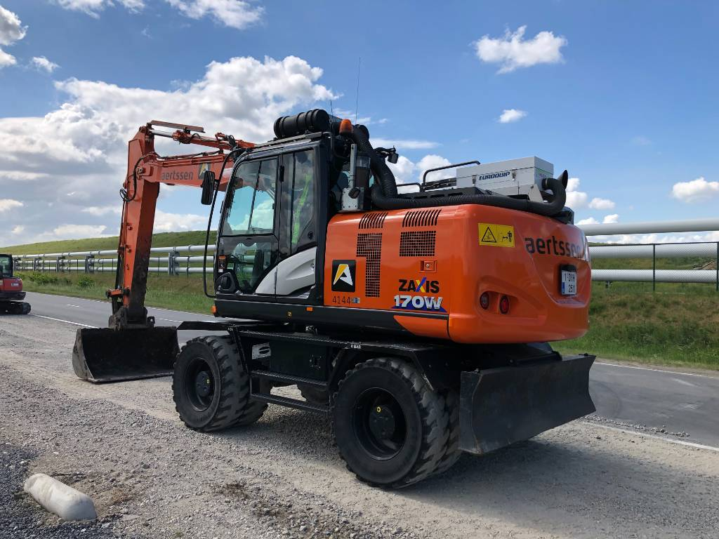 Hitachi ZX170W-6, Wheeled excavators, Construction