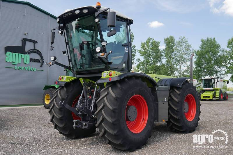 CLAAS Xerion 3800 VC with 1589 hours, turnable variable