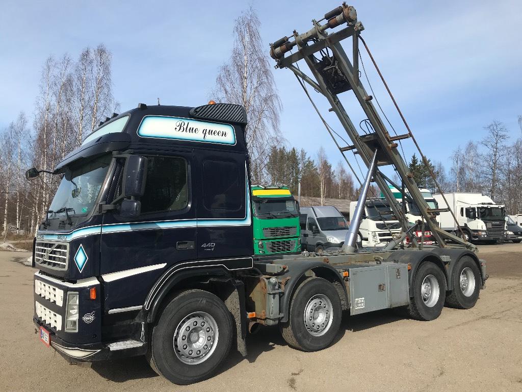 Volvo FM440 8x4 vaijerilaitteilla, Vaihtolava-autot, Kuljetuskalusto
