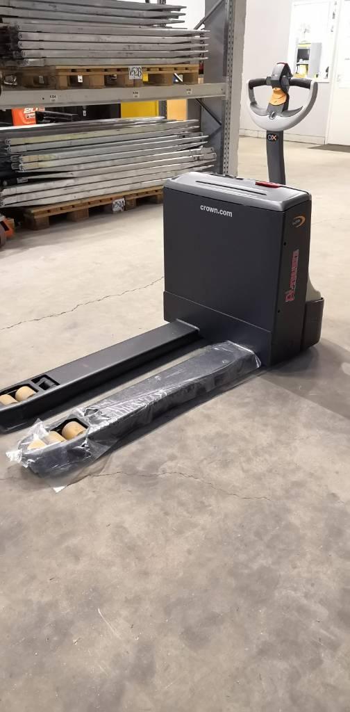 Crown WP3010-1.6, Lavansiirtotrukit, Materiaalinkäsittely