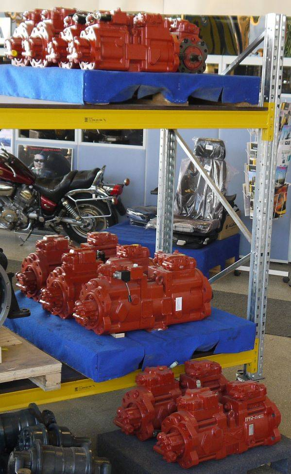 Uusia Kawasaki hydr.pumppuja varastossa -, Hydrauliikka, Maarakennus