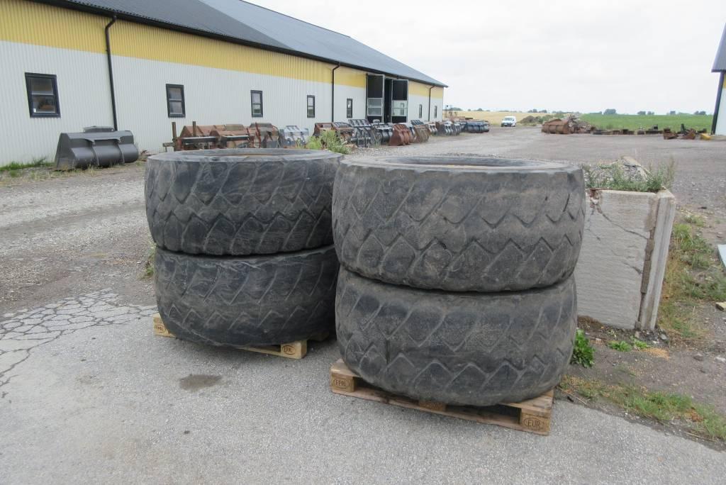 [Other] 4 st beg däck m fälg till Volvo L70F, Däck, hjul och fälgar, Entreprenad
