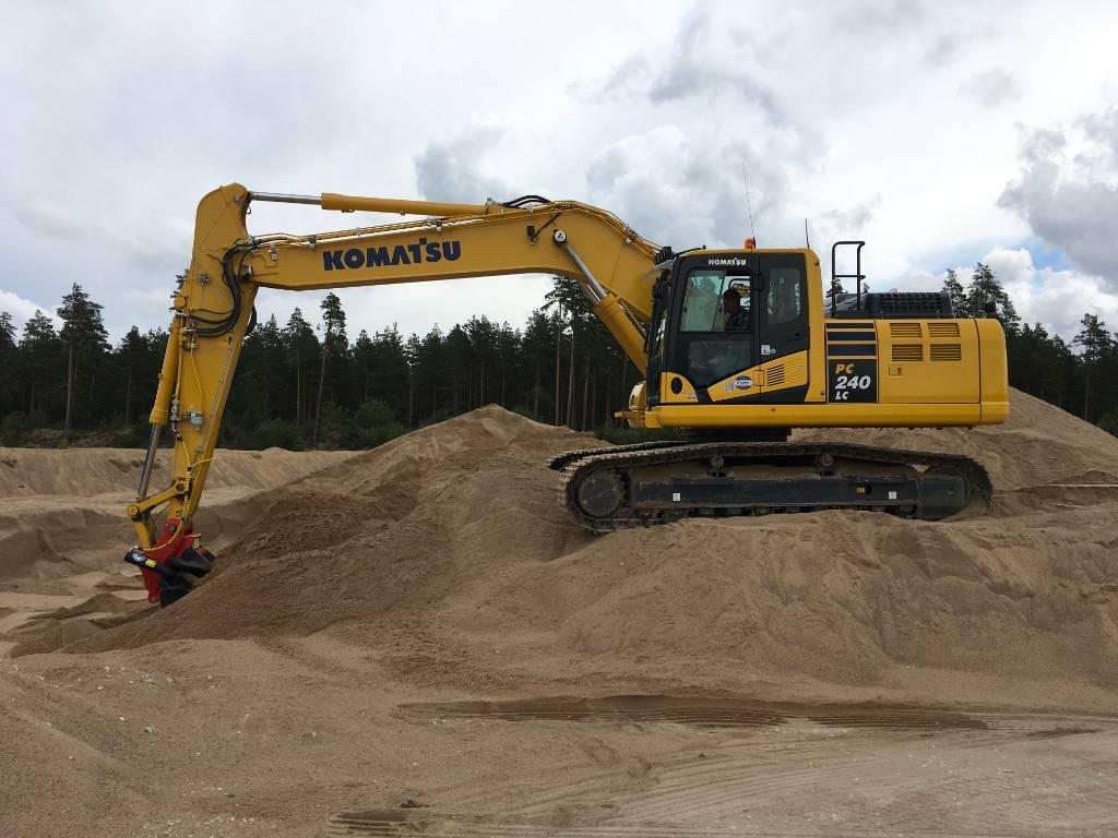 Komatsu PC240LC-11, Crawler excavators, Construction