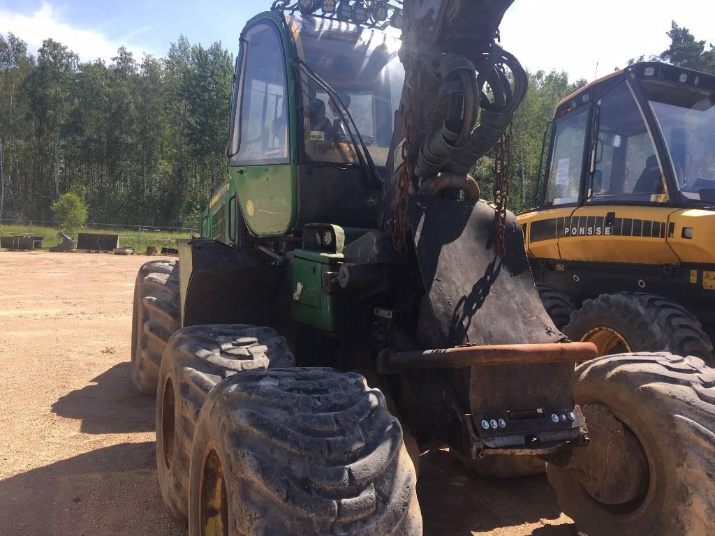 John Deere 1070 E, Harvesterit, Metsäkoneet
