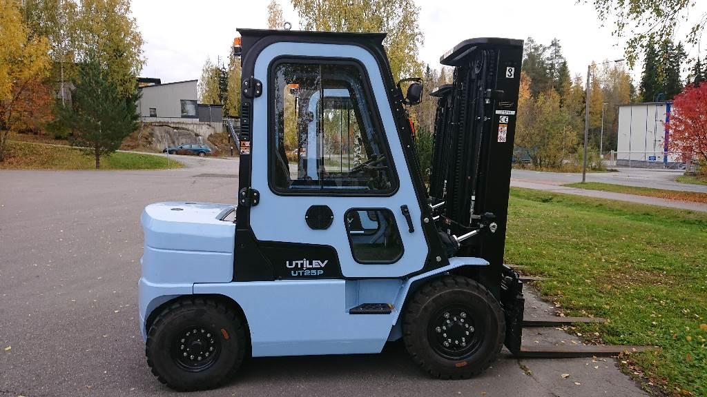 Utilev UT25P, Dieseltrukit, Materiaalinkäsittely