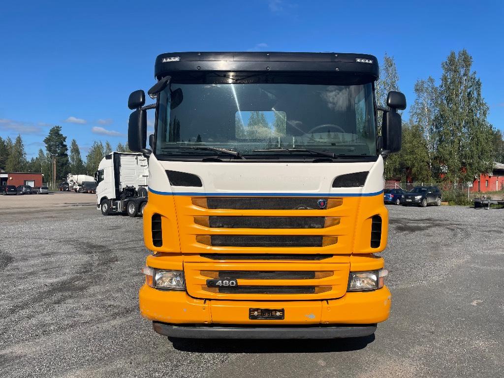 Scania G480 uudella metsäkoneen kuljetus ritilällä, Muut kuorma-autot, Kuljetuskalusto