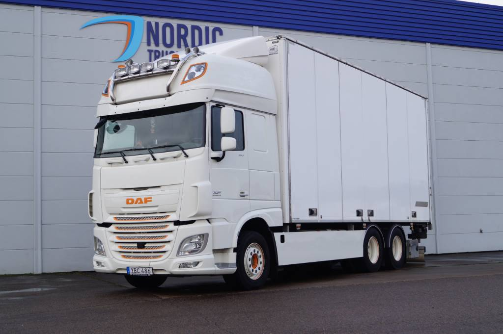 DAF XF 510 fjärrbil med öppningsbart tak, Box trucks, Trucks and Trailers