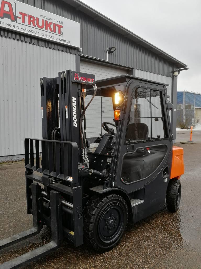 Doosan D30G PLUS, Dieseltrukit, Materiaalinkäsittely