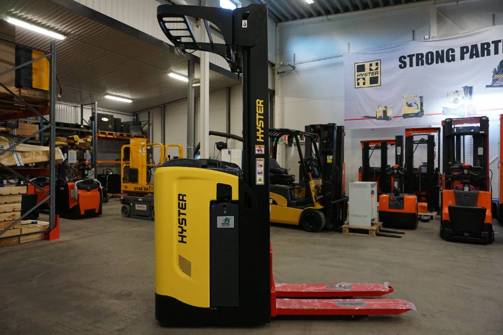 Hyster RS1.6, Self Propelled Stackers, Material Handling