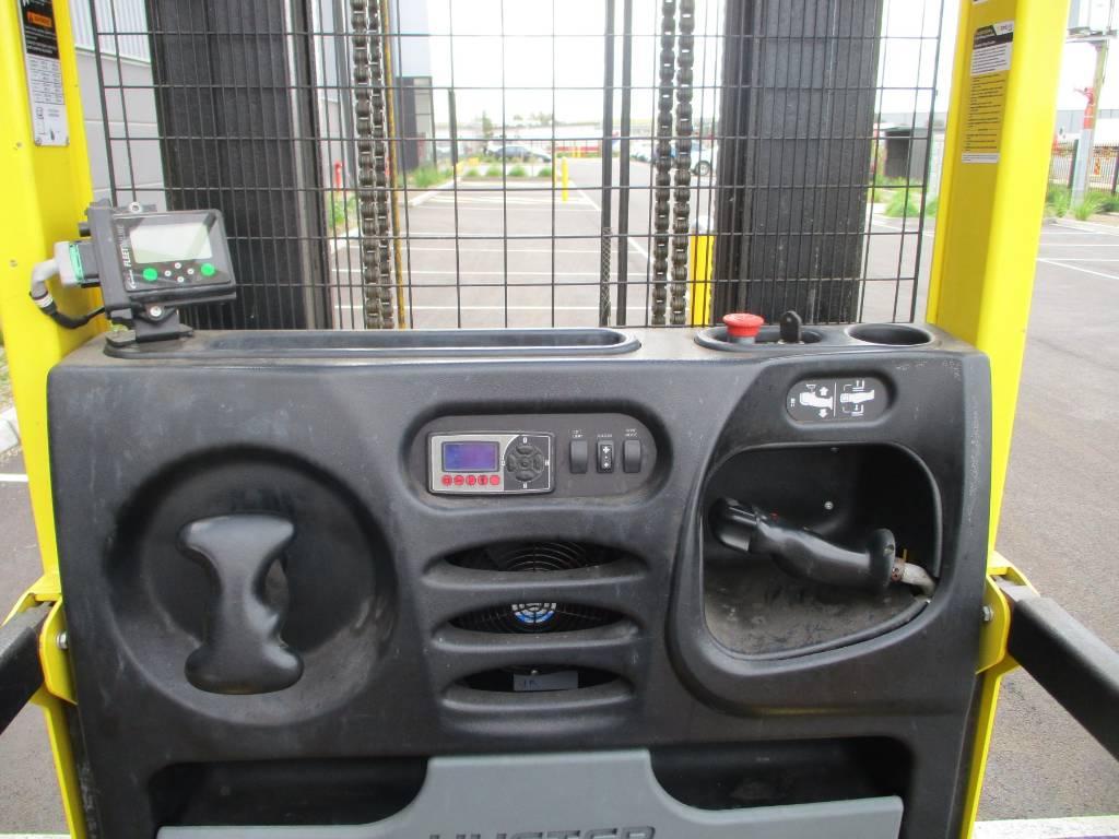 Hyster R30XMF3, High lift order picker, Material Handling