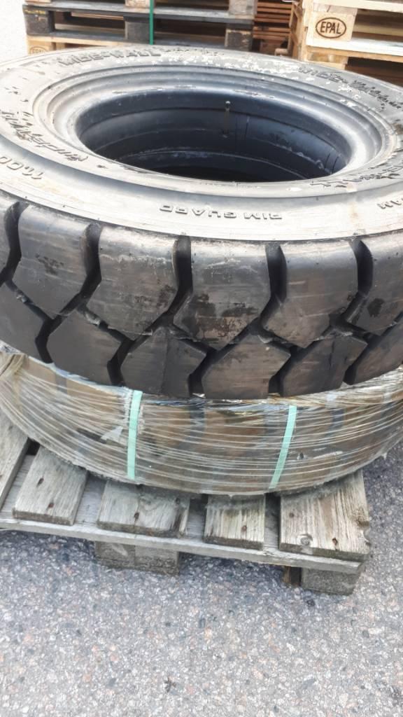 [Other] Tyre HAULER 11.00-20 N.H.S, Renkaat ja vanteet, Materiaalinkäsittely
