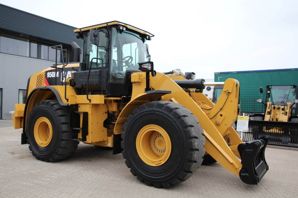 Caterpillar 950M, Wielladers, Bouw