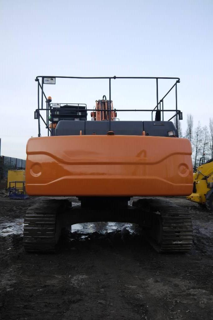 Doosan DX 340 LC, Crawler excavators, Construction
