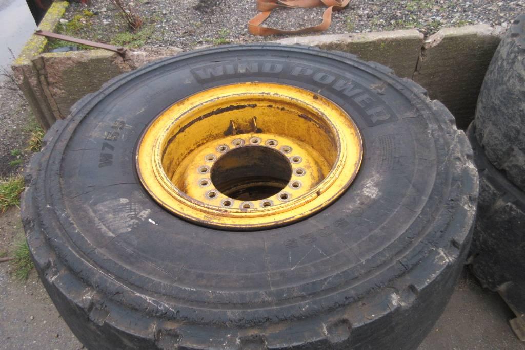 [Other] 4 st beg massiva däck m fälg till Volvo L90F, Däck, hjul och fälgar, Entreprenad