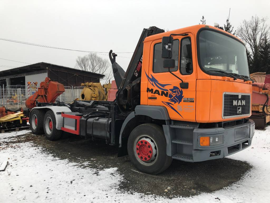 MAN 26.403, Rol kiper kamioni s kukama za dizanje, Transport
