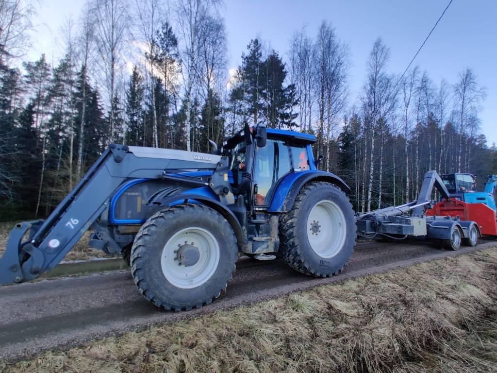 Valtra T202 Versu ja koukkukärry, Traktorit, Maatalous