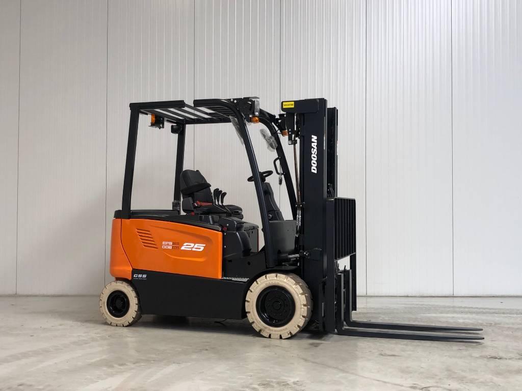 Doosan B25X-7, Elektrische heftrucks, Laden en lossen