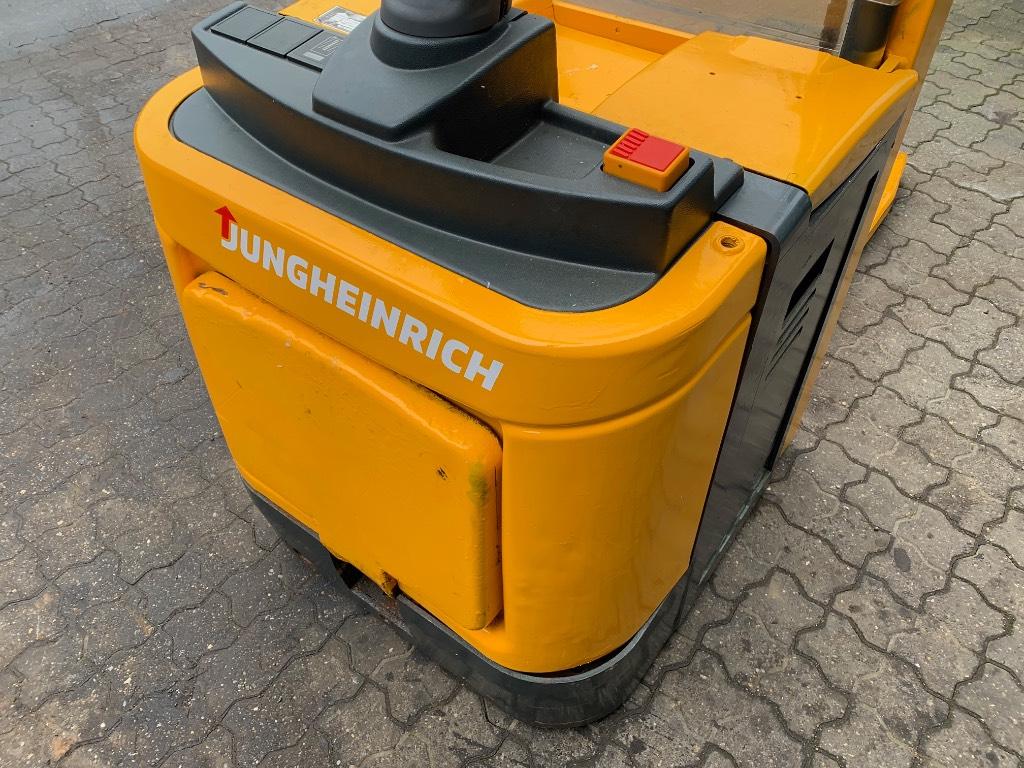 Jungheinrich ERC 212, Selvkørende stablere, Trucks