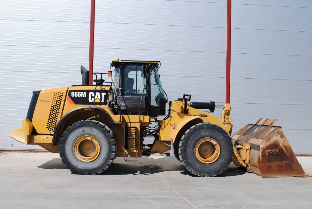 Caterpillar 966M, Wielladers, Bouw