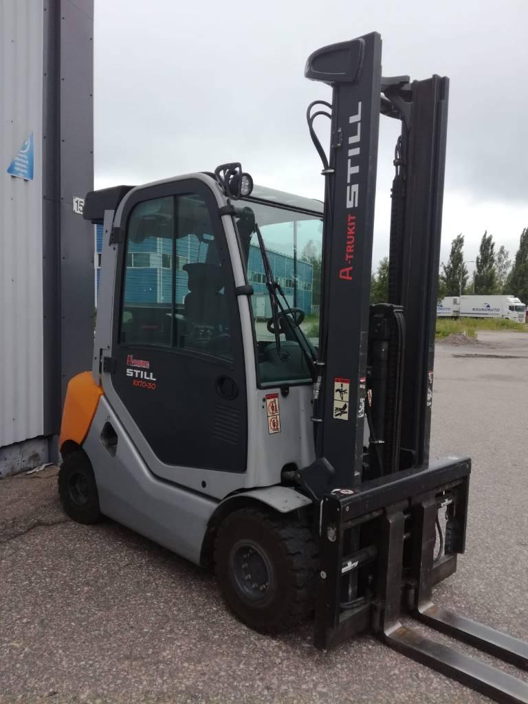 Still RX70-30, Dieseltrukit, Materiaalinkäsittely