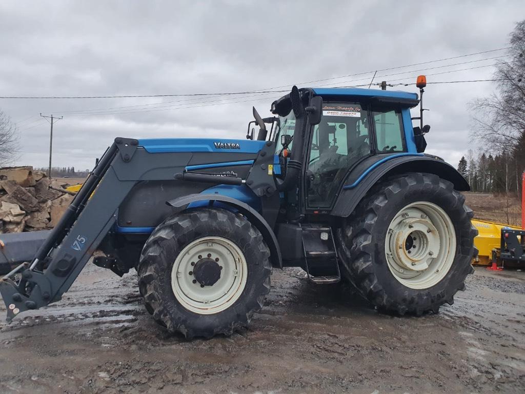 Valtra T151E / Etukuormaaja, Hydraulinen vetokoukku, Traktorit, Maatalous