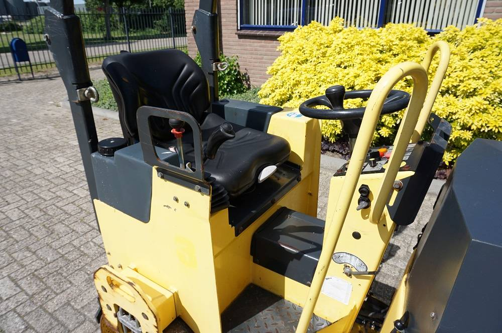 Bomag BW 100 AD M-2, Duowalsen, Bouw