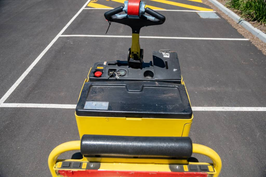 Hyster LO2.0M, Low lift order picker, Material Handling
