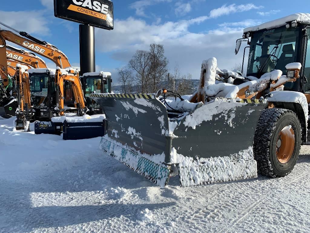 Snowek U480, Ploger, Anlegg