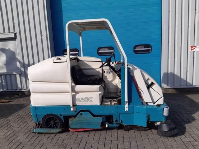 Tennant Schrob- zuig- veeg- machine, elektro, Veegmachines voor binnen, Laden en lossen